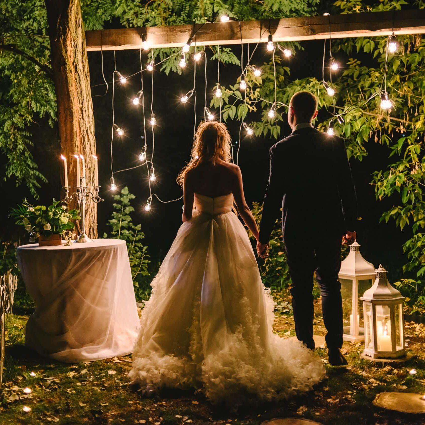 boho-evening-wedding-with-lights-min1